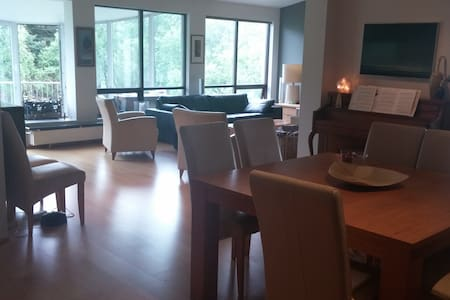 Centrally located room with access to flat. - Lakás