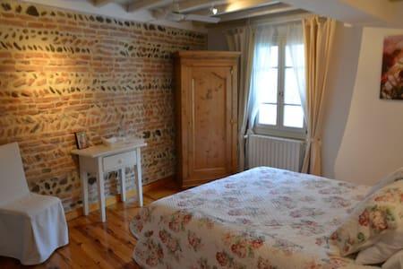 Elégantes chambres d'hôtes - Montaigut-sur-Save - Bed & Breakfast