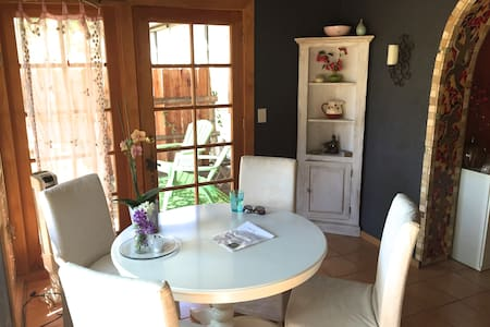 Charming Cottage on horse ranch in the Malibu Mtns - Malibu - Guesthouse