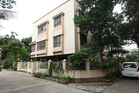 Cozy nesting, Convenient location - Pune - House