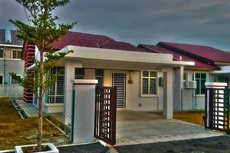 Homestay Taman Sri Putra - Bungaló