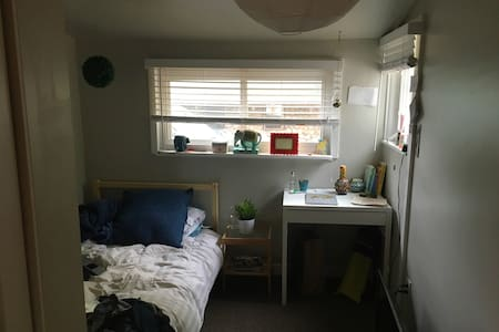 The Most Central, Clean & Cute Home in Boulder :) - 博尔德