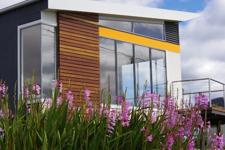 Watercolours Beachside Luxury Home - House