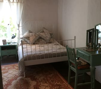 Double Bedroom (2), Le Jasmin Bleu Farmhouse - Wikt i opierunek