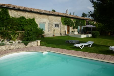 Idyllic retreat with private pool - Challignac - House