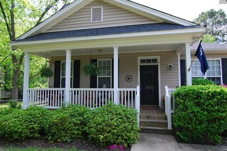 Charming bungalow, convenient to downtown - House