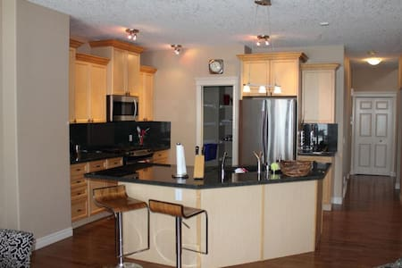 West End Mountain View House - Calgary - Huis