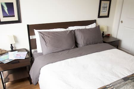 Private bed & bath! YK's Diamond! - Yellowknife - Apartemen