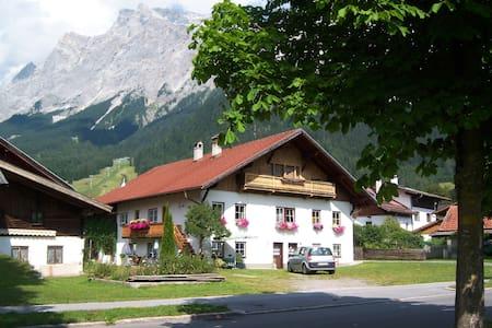 "Wohnung ""Sophie"" im Haus Marion in Ehrwald (Tirol) - Ehrwald - Byt"