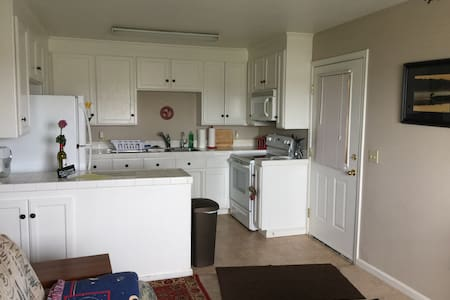 Private apt, close to water & wine, full kitchen - Brentwood