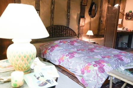 Chambre de charme dans une écurie - Ballon - Bed & Breakfast