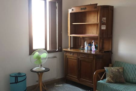 large beedroom with wifi near train station - Venetië - Appartement