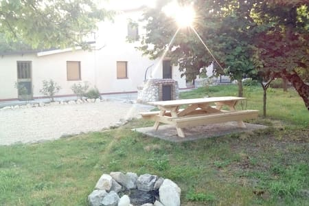 Casa singola con ampio giardino - Haus