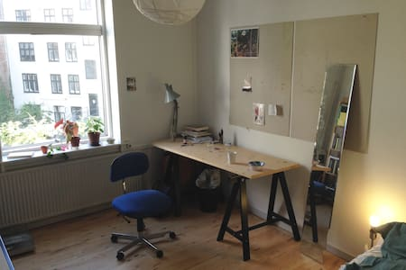 Nice and centrally located room - København - Condominium