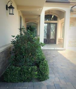 圣盖博市豪华别墅,舒适干净的独立套房分租,欢迎旅游商务人士入住 - House