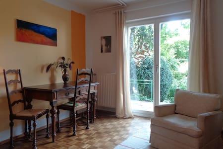 Erdgeschoss-Wohnung mit Traumgarten im Aug./Sept. - Wohnung