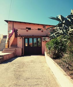 a 1- room flat  in a guest house - La Maddalena - House