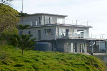 Ahipara 3 level beautiful beach house - Ahipara - Casa