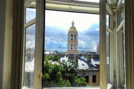 Светлая комната в центре с выходом на крышу - Sankt-Peterburg - Wohnung