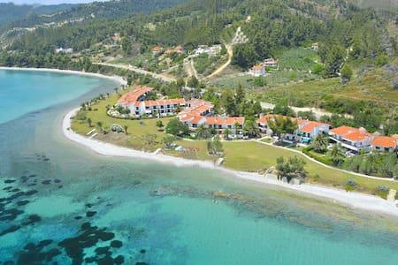 Μεζονέτα στην παραλία - Nea Skioni - House