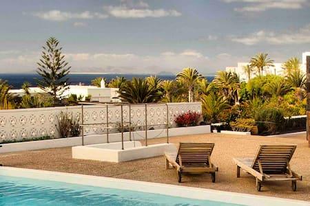 Casa Juanita, swimming pool and sea views - Puerto Calero - Pis