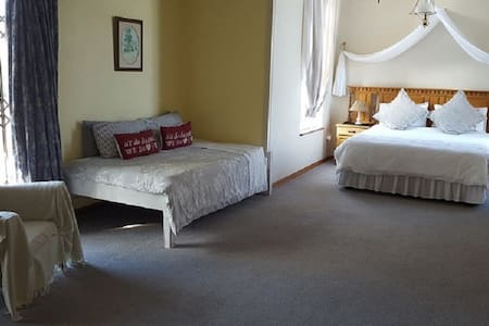 Autumn Breeze Manor B&B and Lodge Suite 1 - Bed & Breakfast