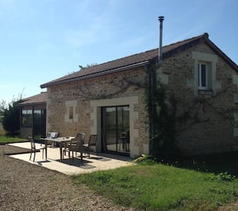 Charming rural cottage with pool - Lencloitre - House