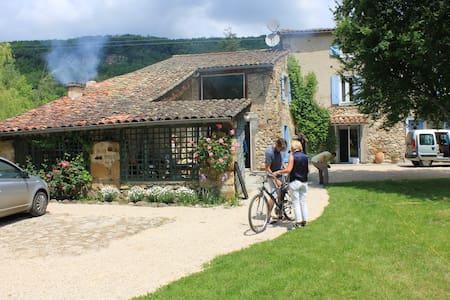maison ancienne avec jardin/piscine - Casa