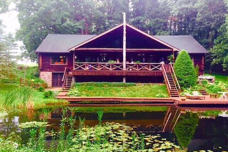 Luxurious Grand Log Cabin - Millersburg