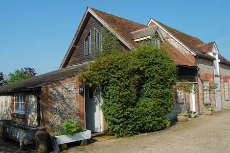 Wonderful, charming & comfortable converted barn. - Old Alresford - House