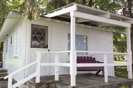 Lakeshore Resort, The Bear Cottage, #1 - Gould City - Blockhütte