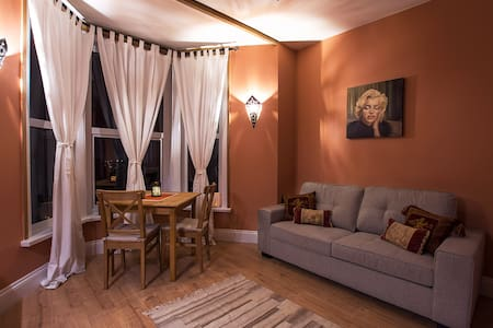 Rockleigh Place - Luna Apartment - Huoneisto
