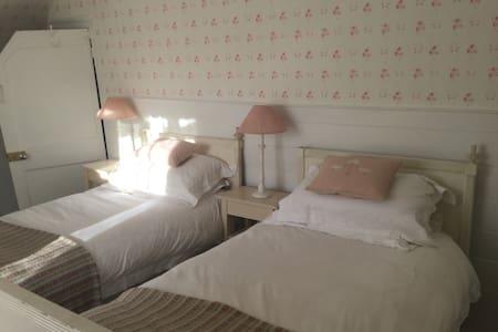 Luxury B&B Twin Room Village House - Bramdean