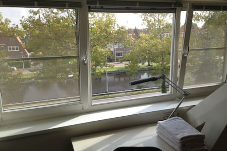 Apartment - canal view in Heemstede - Loft