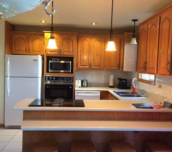 Very Nice & Warm House close to Downtown Montreal - Rumah