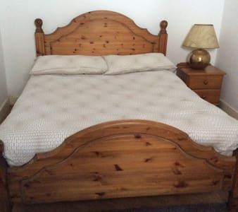 Lovely private double-bedroom in the City Centre - Dublin