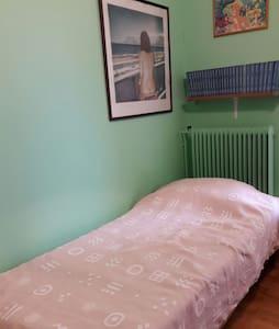 Single bedroom - Chalandri - Apartemen