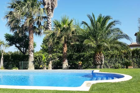 House contemporary, swimming pool - Mont-Roig del Camp - Casa