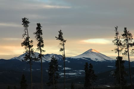 Wildernest ski condo, Great Views! - Silverthorne - Condominium