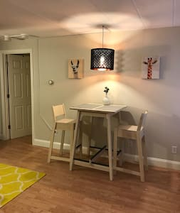 Modern 1BR (w Parking!) Steps from Harvard Square! - Cambridge - Appartement en résidence
