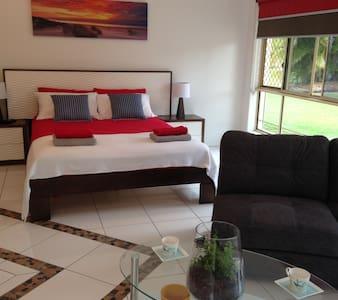 Private & Luxury Studio Apartmant - Bed & Breakfast