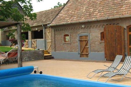 Huis in Hongarije met zwembad! - Maison