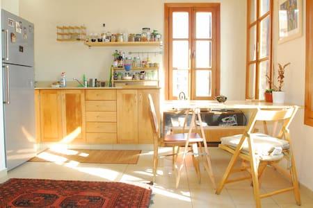 Beautiful apartment with view to jaffa fleamarket - Tel-Aviv-Yafō