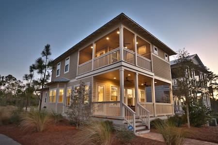 New! 4 br home, 2 Master Suites, 4 bikes to ride to beach, heated community pool - Andere