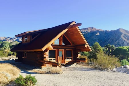 Pioneer Log Cabin in Whitewater Canyon - White Water