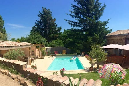grande maison piscine dans vignoble - Rumah