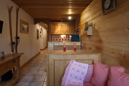 Super appt, piscine, sauna, wifi pour un hiver zen - Apartment