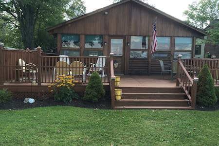 Quiet Log Cabin on Owasco Lake - Auburn - House