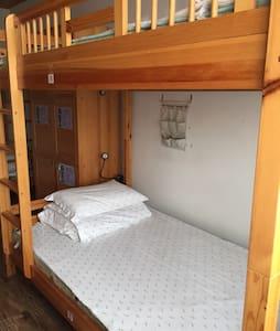 六人间其中二个床位 - Appartamento