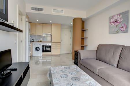 Beautiful apartment + private parking + Internet - Estepona - Wohnung